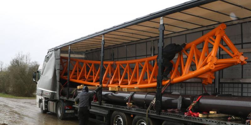 Fury arriveert per vrachtwagen in Bobbejaanland